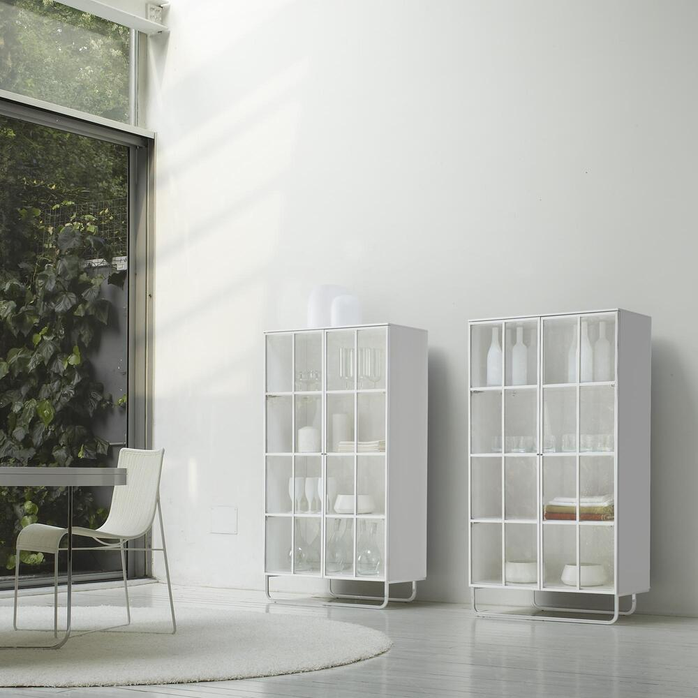 HYANNIS PORT DISPLAY CABINET GLOSS WHITE LACQUER